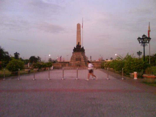 Reachin infront of Rizal Monument