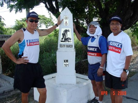 Art Disini (left) and Runnex President, Rudy Fernandez (right). Japananese straggler found (middle)