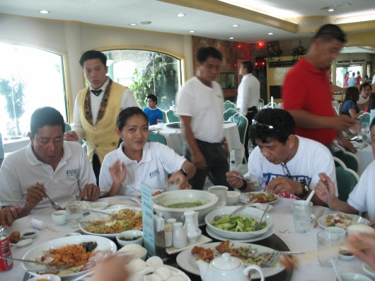 During lunch time, we left the other runners to pace Norio while we hurried on to San Fernando, Pampanga to take our lunch at the Fortune Seafood Restaurant.
