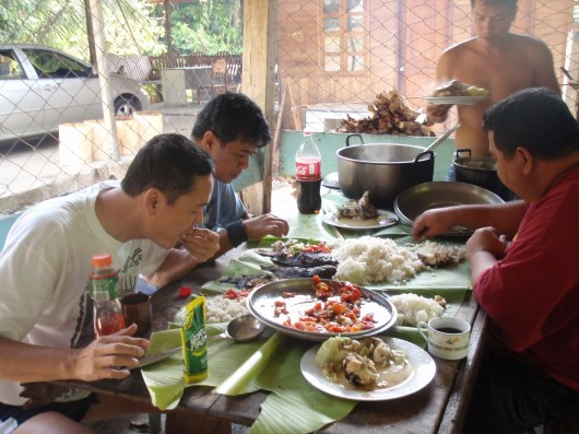 And now, the best part...set on banana leaves, our lunch consisted of broiled tilapia and dalag, fresh from the Angat River, Rice, Shrimps, Bulalo and Pesang Dalag