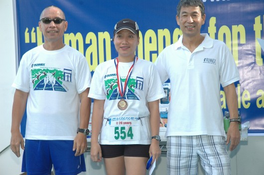 Doc Pinky winning 3rd place for 5k. Flanking her are Mel Severino (l) and Boston Marathoner/Bataan Ultrarunner Norio Tanaka (r)