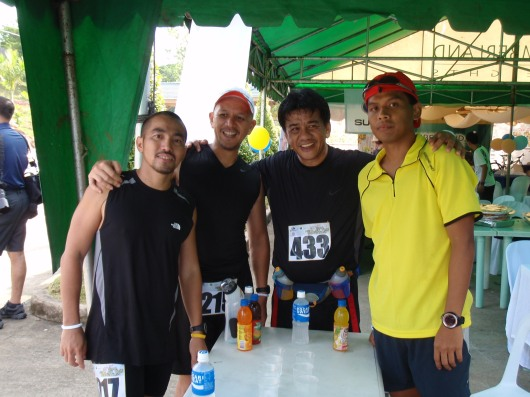 Posing after the race. With Jonel (Bugo-bugo), Jonel's friend and Neville of Secondwind