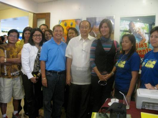 Sen Pia with Art Disini, Jun Cayetano, Ofie Templo, some Runnex members and Ron's team