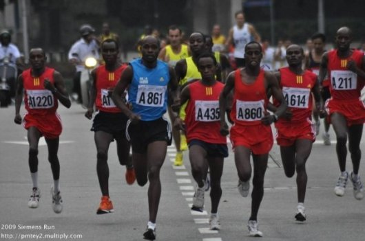 Terus (A860) with other Kenyan runners