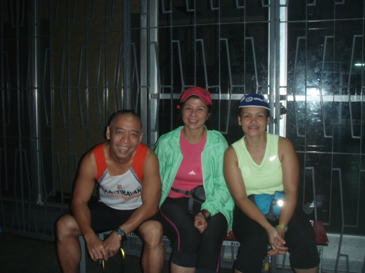 Posing before the run in front of Plaridel Hall, U.P., 4:30am